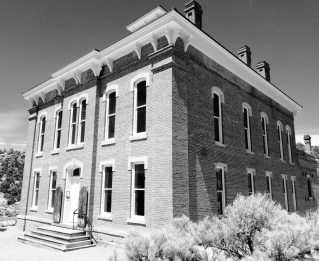 belmont courthouse bw